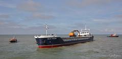 Islay Trader 3 20171008 (Steve TB) Tags: margate canon eos5dmarkiii islaytrader cargoship aground tug christine
