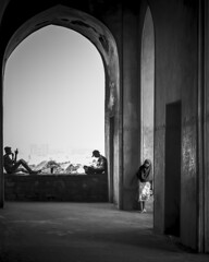 Girl_GolGonda_fort_CWC_Travel_Walk_Hyderabad (Sudharsan Ravikumar) Tags: cwc chennai weekend clickers hyderabad street golconda fort girl arch blackwhite mono black canon ngc 121clicks mychennai travel