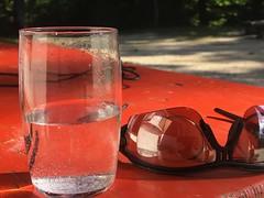 Pause (Blende2,8) Tags: tisch brille glas schwäbischalb sternberg deutschland iphone badenwürttemberg