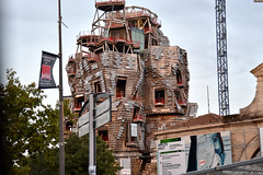 ... ad Arles. (antosti) Tags: francia provenza camargue arles parcateliers architettofgehry architettura edificio