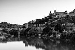 Toledo   |   Alcázar view Mono (JB_1984) Tags: alcázardetoledo alcázar fortress river rivertagus ríotajo bridge puentedealcántara alcantarabridge water reflection view vista toledo castile–lamancha castillalamancha spain españa nikon d500 nikond500