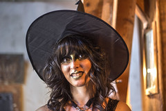 HALLOWEEN. THE LADY IN BLACK (FRANCO600D) Tags: delia strega streghetta halloween costume fagagna fvg canon eos600d franco600d 1311 38 7
