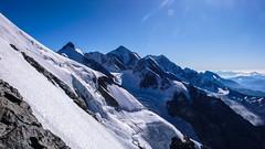 Zbocza opadające na wschód z południowo-zach. grani Tetnuldi 4858m. Widać szczyty: Katinau 4979m., Jangha 5059m., Shkhara 5068m. Ailama 4547m i Tsurungali 4250m (Tomasz Bobrowski) Tags: gruzja wspinanie mountains curungal ailama kaukaz jangha góry tetnuldi caucasus georgia climbing