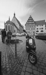 ... (e.y. toreno) Tags: keepfilmalive film bnw october 2017 autumn germany deutschland kbfilm noir blackandwhite 1roll street heliar15 ltm leica village town city people vespa museum cathedral leicaif freiberg saxony