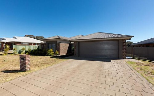 27 Lincoln Pkwy, Dubbo NSW