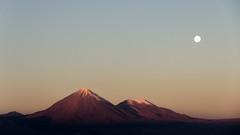 Licancabur y Juriques (Xruuovtb) Tags: licancabur juriques volcano moon andes san pedro de atacama canon efs1585 eos600d snow sunset landscape