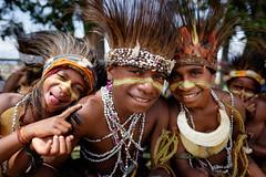(pablo_martin) Tags: goroka show png papua new guinea neuguinea festival traditional singsing pikini kids smile fuji 16mm xt1 fujinon costume