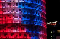 Torre Agbar / Agbar tower (Lluvia Fotografia) Tags: agbar torre tower night larga exposición long exposure light lights barcelona flickr canon 500d 1585 patron pattern