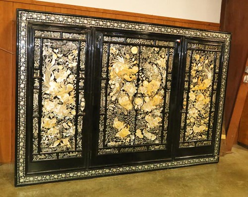 Large Black Lacquer Mother of Pearl 3-Piece Oriental Wardrobe ($616.00)