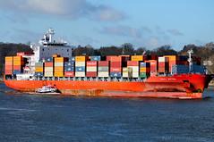 """Containerschiff """"Santa Bettina"""" und Lotsenboot """"Lotse 2"""" (Gelegenheitsknipser) Tags: marcopagel mpfotonet gelegenheitsknipserde 2012 hansestadt hamburg hh norddeutschland deutschland hafen schiff schiffe elbe boot lotsenboot lotse frachtschiff frachter finkenwerder hamburgfinkenwerder santabettina containerschiff containerfrachter container mmsi211318600 da6504 imo9338084 mmsi229979000 9ha3768"""