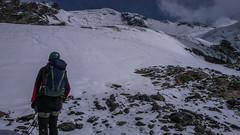 Iść odrazu do góry, czy trawers a potem w lewo do góry? Jak sie okazało po wejściu na wprost, że ta druga opcja jest właściwa. (Tomasz Bobrowski) Tags: wspinanie mountains gruzja kaukaz góry caucasus georgia climbing