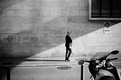bald (gato-gato-gato) Tags: 35mm ch contax contaxt2 iso400 ilford ls600 noritsu noritsuls600 schweiz strasse street streetphotographer streetphotography streettogs suisse svizzera switzerland t2 zueri zuerich zurigo z¸rich analog analogphotography believeinfilm film filmisnotdead filmphotography flickr gatogatogato gatogatogatoch homedeveloped pointandshoot streetphoto streetpic tobiasgaulkech wwwgatogatogatoch zürich black white schwarz weiss bw blanco negro monochrom monochrome blanc noir strase onthestreets mensch person human pedestrian fussgänger fusgänger passant sviss zwitserland isviçre zurich autofocus