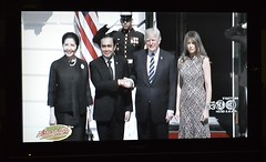 mr prayuth goes to washington (the foreign photographer - ฝรั่งถ่) Tags: donald trump general prayuth wives washington dc shaking hands thai tv bangkok thailand nikon d3200