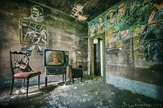 prime time (Knee Bee) Tags: casadellefavole primetime tv artists abandonedhouse decay degrado art