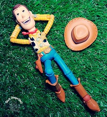 stop your day and lie down on the grass and look at the beautiful sky...😪 #Woody #Pixar #ToyStory #Disney #DisneyAnimation #Revoltech #ActionFigure #collection #coleção #Toy #outside #outdoor #sheriff #Cowboy #farm #sunny #nap #sleep #andy (dioxdiegodmf) Tags: sleep collection coleção outdoor toy outside pixar andy woody disney nap sheriff revoltech sunny disneyanimation farm cowboy toystory actionfigure