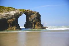 Cathedrals Beach, Galicia (Iñaki San Pedro) Tags: markiii 5d eos mirador viewpoint landscape paisaje spain españa galicia ribadeo wave ola arena sand beach playa playadelascatedrales cathedralbeach