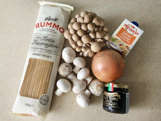 松露蕈菇烤雞義大利麵