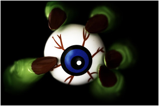 Macro Mondays - Halloween - Eyeball in hand !!
