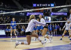 UW UCLA-FT4I9938 (Pacific Northwest Volleyball Photography) Tags: volleyball ncaa pac12vb washington uwhuskies universityofwashington ucla
