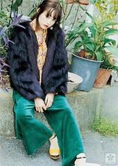 桐谷美玲近期穿搭:帥氣復古的日系風2