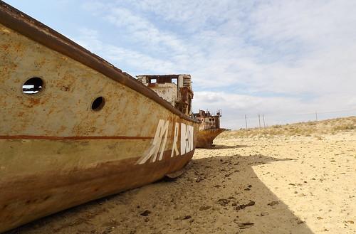 Les deux plus gros bateaux des environs