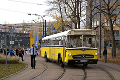 Die Stuttgarter schickten mit dem O 317 den ältesten Museumsbus des Tages (Frederik Buchleitner) Tags: 10jahremvgmuseum benz bus hauptwerkstätte mvgmuseum mercedes mercedesbenz munich münchen o317 omnibus sel744h ssb stuttgart stuttgarterstrasenbahnenag