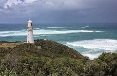 Split Point Lighthouse (Kat-i (travelling - mostly off)) Tags: capeotway leuchtturm splitpointlighthouse greatoceanroad australien australia victoria ozean meer sea wiese meadow wasser water wellen waves brandung kati katharina 2017 appleiphonese