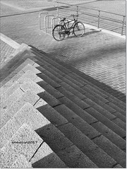 Granito/Granite (ironde) Tags: bilbao bizkaia vizcaya euskalerria spain europe bn bw vasconia euskadi arriaga bike bici bicicleta escaleras paísvasco euskalherria granito granite gris grey stairs sombras shadows