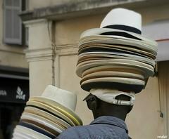 """""""Qui a bonne tête ne manque pas de chapeau."""" Proverbe français (Missfujii) Tags:"""