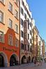 Innsbruck - Altstadt (06) (Pixelteufel) Tags: innsbruck tirol tyrol österreich austria tourismus altstadt innenstadt city stadtmitte stadtkern historisch restauriert erneuert geschäft geschäftshaus laden einkaufen shop shopping erker fusgängerzone kopfsteinpflaster architektur fassade gebäude