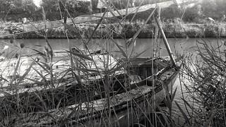 Agde Hérault.  Voilier abandonné