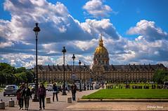 L'hotel des Invalides   (Explore le 11/10/2017) (didier95) Tags: hoteldesinvalides paris architecture monument paysageurbain scenedevie personnage ciel nuage