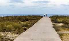 CARBONERAS Street. Camino al mar (Pedro Ruiz L) Tags: streetphotography fotocallejera plaza reflejos urbana gente carboneras almería mar sea playadelosmuertos faromesa roldán