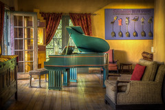 The Green Piano (donnieking1811) Tags: arizona winslow laposadahotelgardens hotel inn architecture art piano fredharveyhotel gardens turquoiseroom restaurant hdr canon 60d lightroom photomatixpro