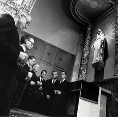 Seminarians and Fr. William S. Morris praying the rosary, St. Thomas Seminary, 1960s (Archdiocese of Seattle Archives) Tags: kenmore washington sulpicianseminaryofthenorthwest archdioceseofseattle catholicchurch stthomastheapostleseminary students chapels churches statues virginmary rosaries