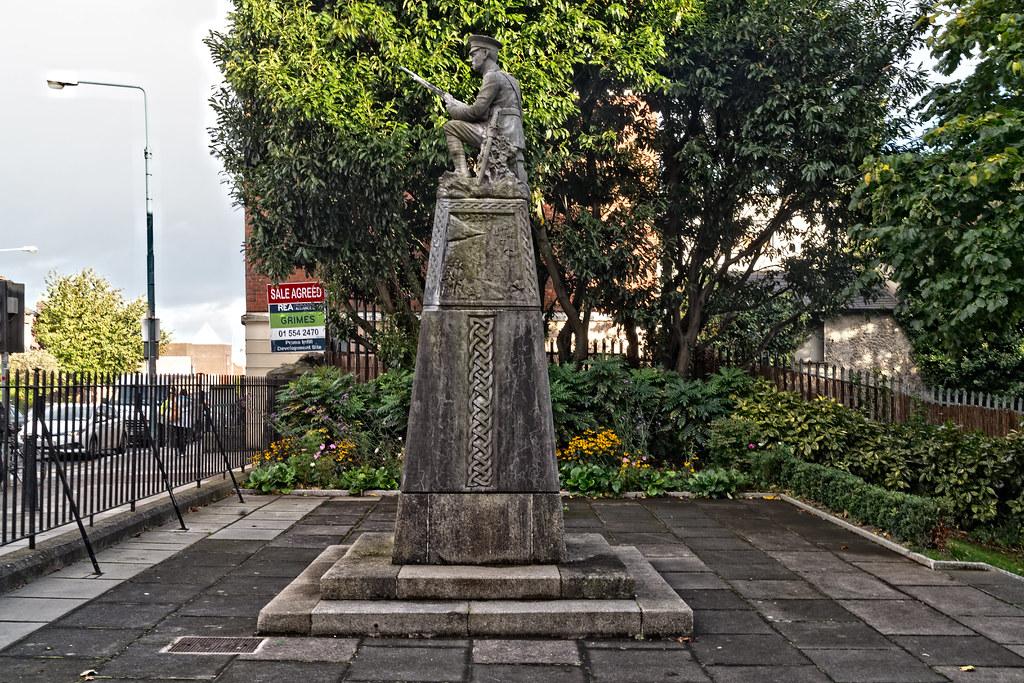 THE IRISH VOLUNTEER MONUMENT IN PHIBSBORO [PHOTOGRAPHED 2 OCTOBER 2017]-133016