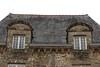 Jumelles nobles et vénérables (.urbanman.) Tags: toit fenêtre granit classique château bretagne petitscarreaux ardoise