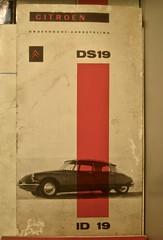 1957-1962 Manual Citroën DS19/ID19 (ClassicsOnTheStreet) Tags: manual citroën ds19id19 19571962 ds id 19 ds19 id19 berline phasei mki snoek strijkijzer deesse bertoni lefèbvre flaminiobertoni andrélefèbvre 50s 1950s 60s 1960s classic classiccar oldtimer klassieker veteran gespot spotted carspot diemen saanmuseum weesperstraat 2017 museum automuseum verhuismuseum instructieboekje carmanual onderhoudsboekje