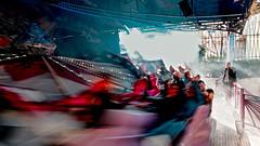 Lyon - La vogue des marrons à la Croix-Rousse. (Gilles Daligand) Tags: lyon rhone croixrousse vogue fête fair marrons chestnuts manege chenille fairgroundattraction vitesse speed fumée mouvement movement flou blurred olympus omdem5 12100