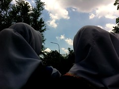 see the sky, beautiful isn't it? (silmihidayat) Tags: people women wonderfulindonesia indonesia photograhpy streetphotography jakarta amateurs abstract sky