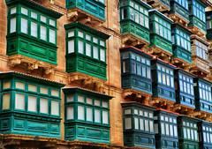 Maltese balconies (Siuloon) Tags: balconies architektura architecture architettura valletta malta lines linia balkone gebäude fassade building window