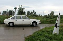 1978 Tatra 613 at the Dutch-Belgian border (Davydutchy) Tags: trn tatra register nederland herfstrit herfstmeeting najaarstreffen herbsttreffen autumn meeting annual rally sluis zeeuwsvlaanderen zeeland netherlands niederlande paysbas classic car klassiek auto oldtimer klassiker rit tocht 613 t613 chromka grens border frontier grenspaal paal