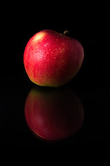 Reflection of an Apple (ako_law) Tags: 6d 70200mm apfel apple blitz canon canonef70200mmf28lisiiusm canoneos6d ef70200mmf28lisiiusm eos6d flash frucht fruit lowkey mirror reflection reflektion reflektionen reflexion reflexionen speedliteyn560iii spiegelung studio yn560iii yongnuo yongnuospeedliteyn560iii yongnuoyn560iii
