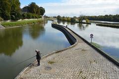 Entre canal et fleuve (RarOiseau) Tags: v2500 laloire canal fleuve orléans reflet eau blue bleu eu loiret flickrunitedaward saariysqualitypictures