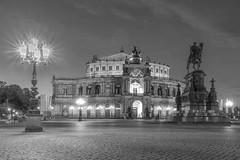 Dresden - Semperoper (cmfritz) Tags: deutschland dresden europa sachsen theaterplatz nacht bw blackwhite schwarzweis semperoper night blackandwhite langzeitbelichtung longtimeexposure