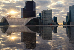 Breakthrough (David Khutsishvili) Tags: davitkhutsishvili dkhphoto paris france golden hour nikon d7100 reflection morning business district ladefence