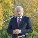 Harrach Péter, a Kereszténydemokrata Néppárt alelnöke és frakcióvezetője mond beszédet  a Pest megyei Rádon, a helyi hősök tetteire emlékeztető büszkeségpont avatásán