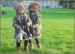 Jinka und Bellis ... (Kindergartenkinder) Tags: schloss lembeck kindergartenkinder annette himstedt dolls jinka bellis
