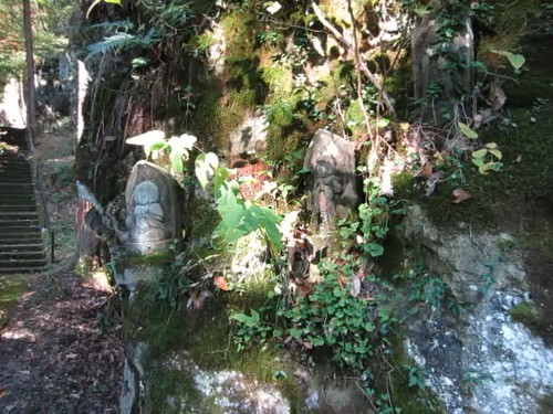 mossy rock face, statues at Awatabe