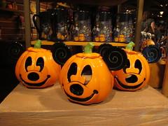 Happy Halloween (vickilw) Tags: disneyland jackolantern mickey orange 7daysofshooting week16 shelfshelves focusfriday